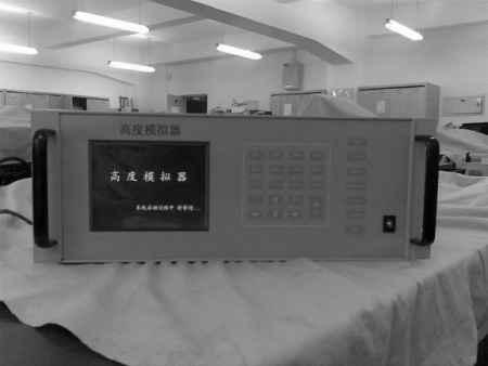 EAST-11型无线电高度表等效高度模拟器